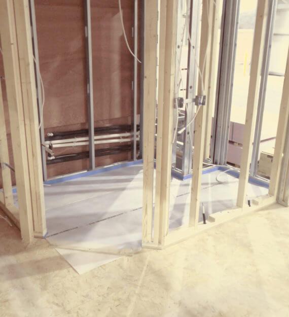 Wall on modular floor